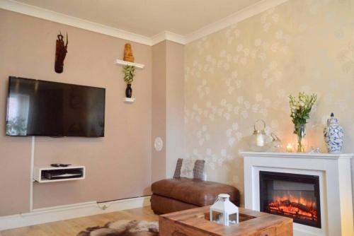 3 Bedroom House with Parking Sleeps 5