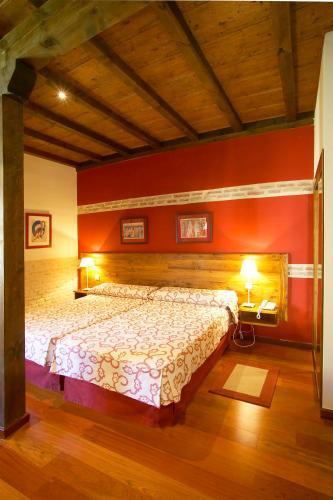 Habitación Doble con cama supletoria - 1 o 2 camas  Hotel Real Monasterio de San Zoilo 1