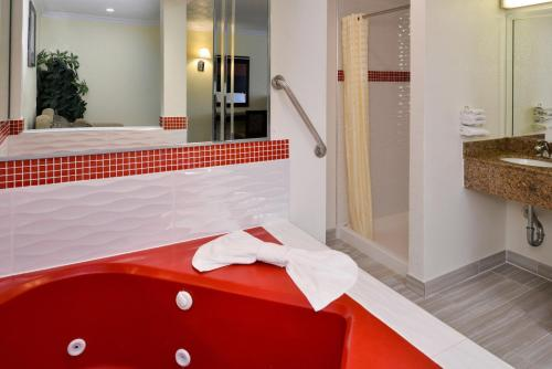 King-Suite mit Whirlpool (King Suite with Spa Bath)