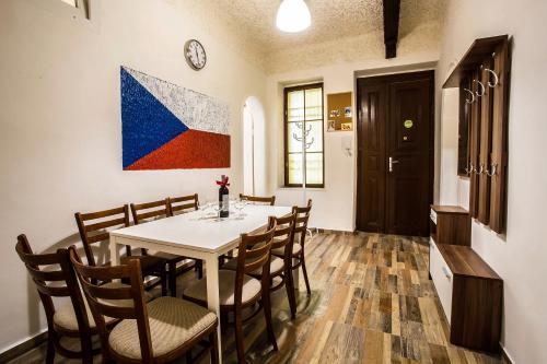 large apartments with 6 separate bedrooms in historical center