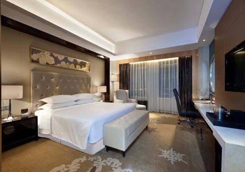 Grand Deluxe, Guest room, 1 King
