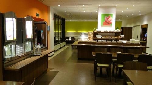 ibis Antwerpen Centrum photo 2