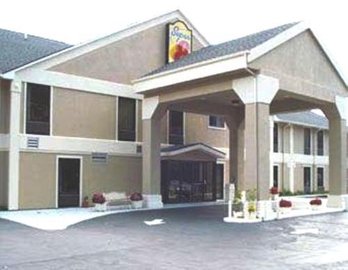 Super 8 Erwin Hotel