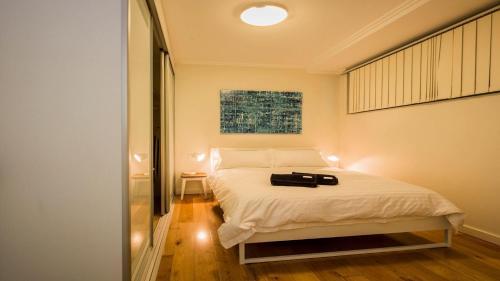 Chic Inner-City Apartment- NEWT1, Sydney