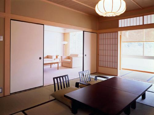Zweibettzimmer mit Tatami-Bereich (Twin Room with Tatami Area)