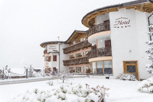 Blumen Hotel Bel Soggiorno, Malosco, Trentino-Alto Adige ...