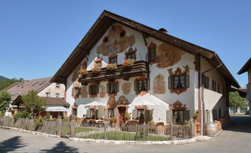 oberammergau hotels hotel booking in oberammergau viamichelin. Black Bedroom Furniture Sets. Home Design Ideas