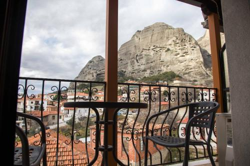 Double Room with Hydromassage Shower and Meteora View