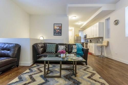 Vibrant West Town Condo - Walk the City!