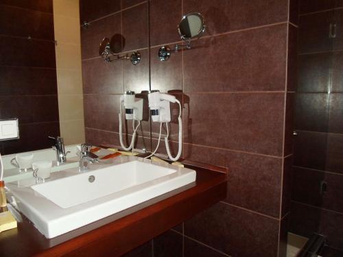 H & K Imperial Plus Hotel