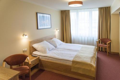 Doppelzimmer mit Doppelbett (1 - 2 Erwachsene) (Double Room with Double Bed (1 - 2 Adults))