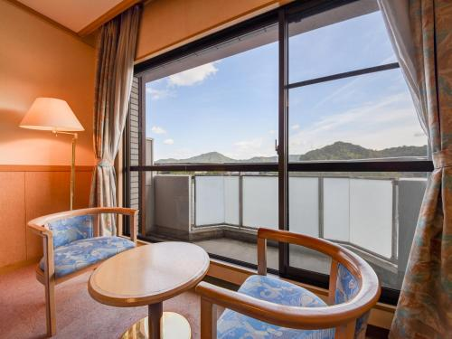 Twin Room with Lake View - Non Smoking