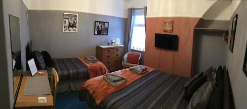 Triple Room with Shared Bathroom - 5