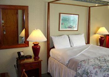 Photo of The Vermonter Motor Lodge Hotel Bed and Breakfast Accommodation in Bennington Vermont