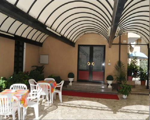 Hotel Villa Cavalli front view
