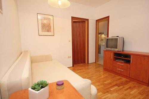 Apartment Omis 9460a