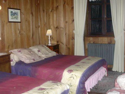 chambres d 39 h tes la jacquerolle la chaise dieu. Black Bedroom Furniture Sets. Home Design Ideas