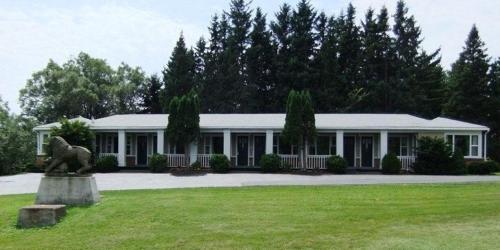 Lionstone Inn Motel & Cottages