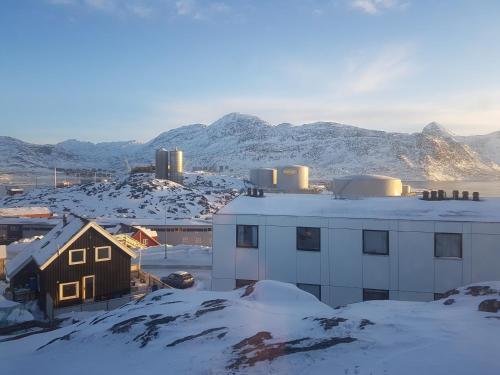 Vandrehuset 1-3, Nuuk