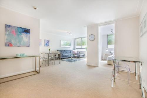 3/63 Darling Pt Rd · Newly Renovated Executive 2 Bedroom Unit with Pool