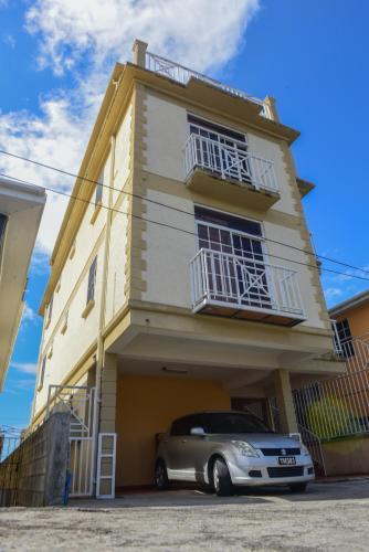 Timbo's Apartelle, Roseau