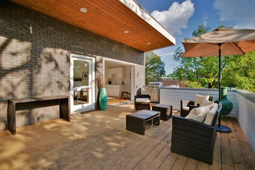 1822A 9th Ave · Modern 5BR Nashville Home w/ Patio & Grill