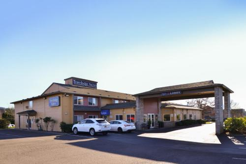 Travelodge Suites Newberg Hotel