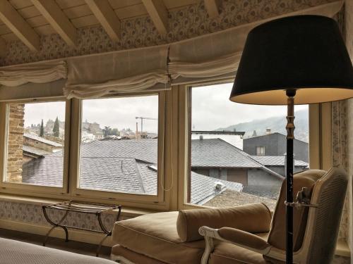 Habitación con cama grande  Las Doñas del Portazgo 4