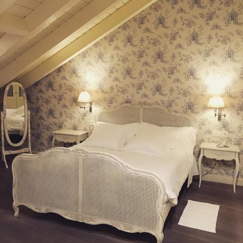 Habitación con cama grande  Las Doñas del Portazgo 3
