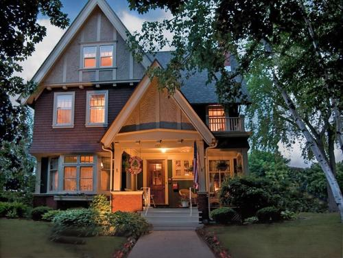Red Forest Bed And Breakfast Inn
