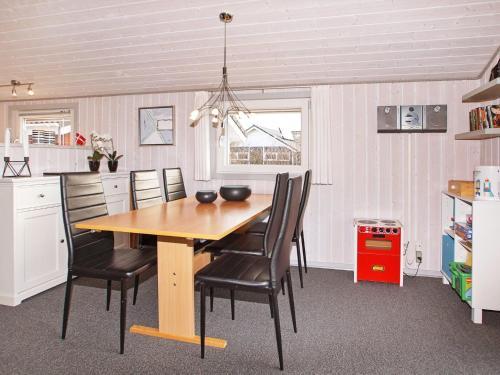 Three-Bedroom Holiday home in Hemmet 34