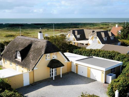 Five-Bedroom Holiday home in Blåvand 5
