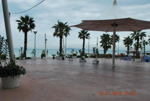 Lushi's Sea View Apartment, Golem