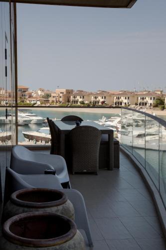 HiGuests Vacation Homes - Tiara Diamond, Дубай