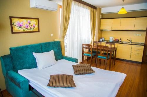 Executive Deluxe Suite (2 Adults + 2 Children)