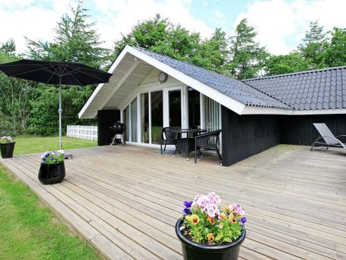 Two-Bedroom Holiday home in Oksbøl 9