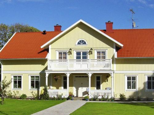 Six-Bedroom Holiday home in Kungshamn