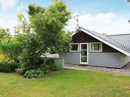 Two-Bedroom Holiday home in Hejls 17