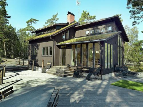 Three-Bedroom Holiday home in Grisslehamn 1