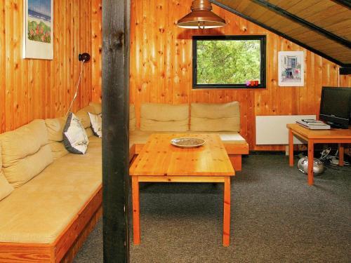 Two-Bedroom Holiday home in Ålbæk 7