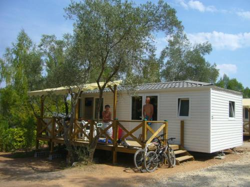 Standard Mobile Home (8 Adults)