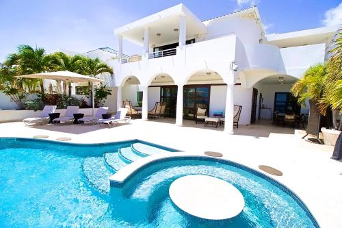 Three-Bedroom Villa Bahari, Lowlands