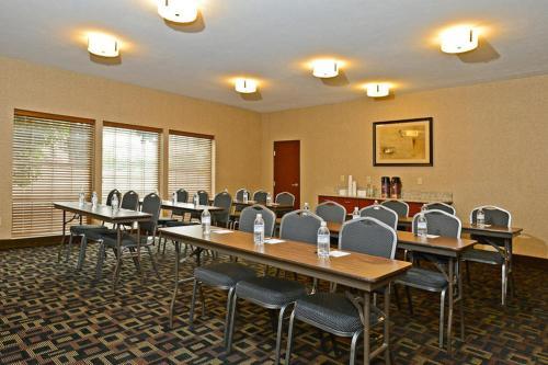 Best Western Plus Prairie Inn Albany Or Booking Com