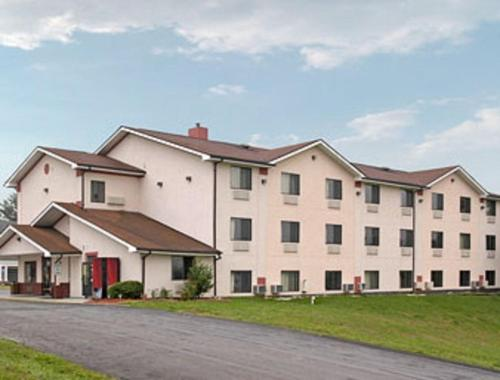 Super 8 Motel - Martinsburg -  star rating for travel with kids