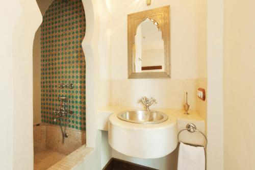 Habitación Romántica Alcoba del Rey de Sevilla 9
