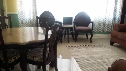 Dorchester Suites, Kingston
