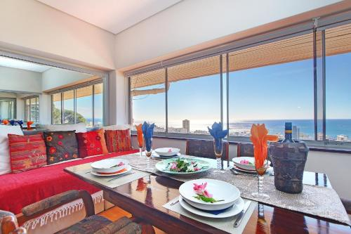 Sea Point 2bed - aircon, deck, panoramic sea views