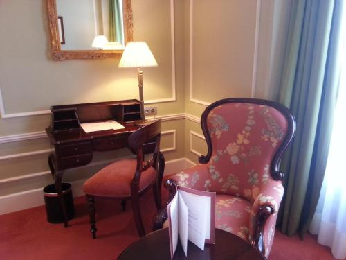 Classic Double Room (1 or 2 adults) Palacio Guendulain 2
