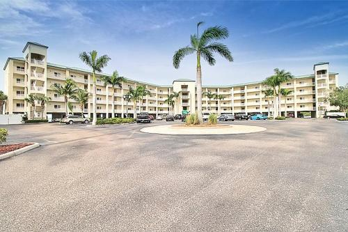 Bay pines amazing wide water view condo Condo