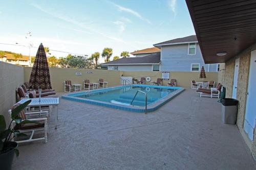 Swimming pool Oceanfront Condo #125289 Condo